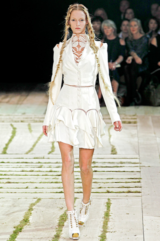 Alexander Mcqueen_Paris Fashion Week_Spring 2011 Collection