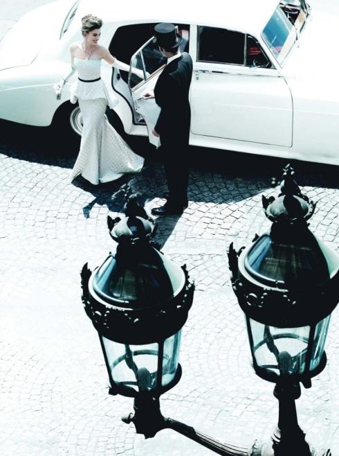 Anne-Hathaway-Vogue US-November 2010